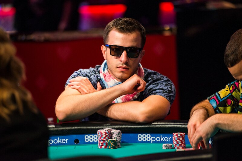 how to play wsop main event