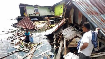 What can poker players do to help recovery efforts after the earthquake in Indonesia?